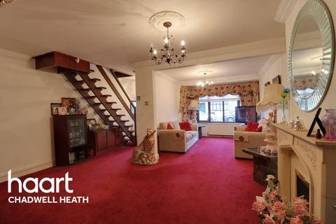 3 bedroom end of terrace house for sale - Warley Avenue, Dagenham, RM8