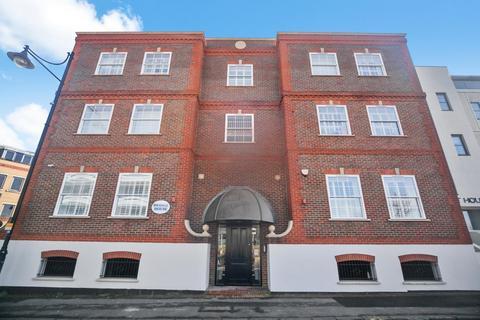 2 bedroom apartment to rent - Bridge House, Bridge Street, Staines-Upon-Thames, TW18