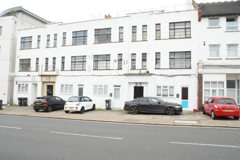 2 bedroom flat to rent - Perry Mansion , Catford Hill , London  SE6