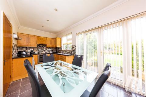 2 bedroom detached bungalow for sale - Wingletye Lane, Hornchurch, RM11