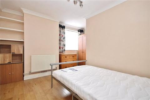 1 bedroom house share to rent - Roberts Close, Stanwell, Staines-upon-Thames, Surrey, TW19