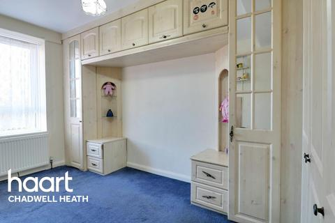2 bedroom flat for sale - Maydeb Court, Whalebone Lane South, Romford RM6