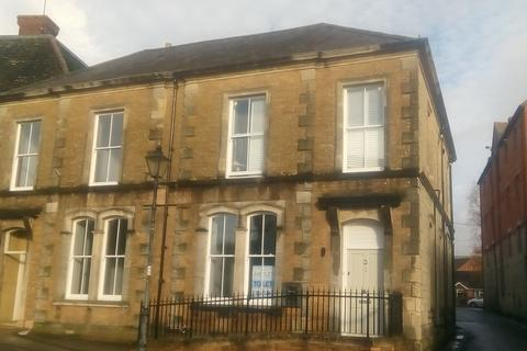 2 bedroom ground floor flat to rent - Ashmere House, Castle Street, Mere BA12