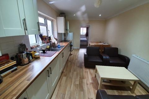 3 bedroom flat to rent - Upper Tooting Road, Tooting Bec SW17
