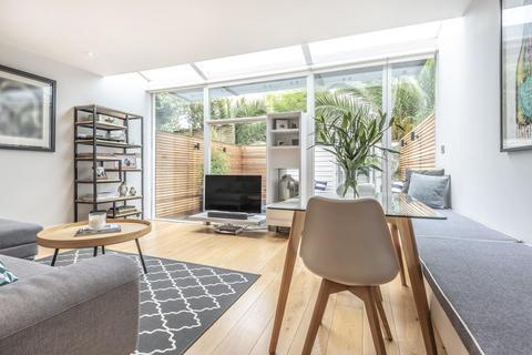 2 bedroom flat for sale - Longbeach Road, Battersea