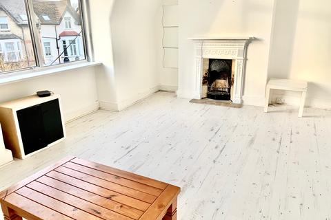 2 bedroom flat to rent - High Rd N22