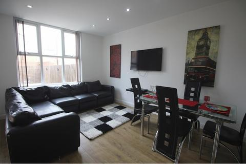 8 bedroom semi-detached house to rent - Egerton Road, 8 Bed , Fallowfield, Manchester