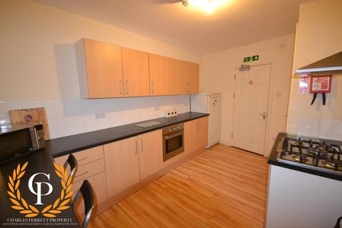 5 bedroom house to rent - 5 bedroom House Student in Central Swansea