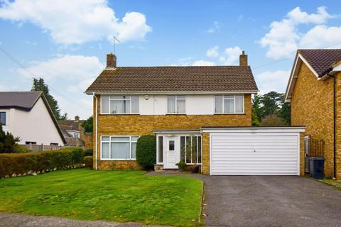 3 bedroom detached house for sale - The Fairway, Burnham, SL1