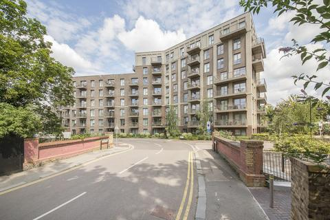 3 bedroom apartment to rent - Adenmore Road, Catford, SE6 (jh)