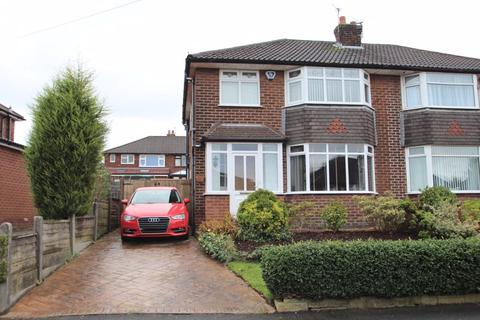 3 bedroom semi-detached house for sale - Northdown Avenue, Woodley