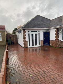 3 bedroom detached bungalow to rent - Bedonwell Road, Bexleyheath, Kent, DA7 5PS
