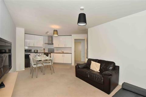 2 bedroom flat to rent - St George Wharf, Vauxhall