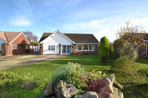 3 bedroom detached bungalow for sale - Eastergate Close, Goring by Sea, West Sussex, BN12 5DH