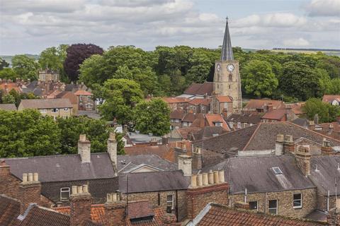 3 bedroom apartment to rent - Newbiggin, Malton, North Yorkshire YO17 7JE