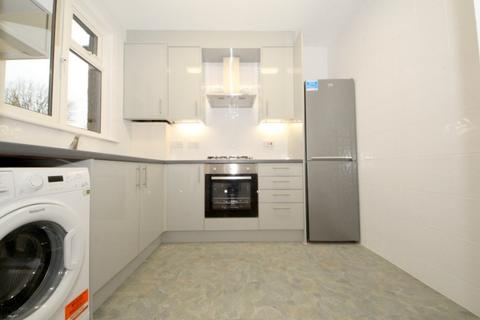 2 bedroom apartment to rent - Green Lanes, London, N21