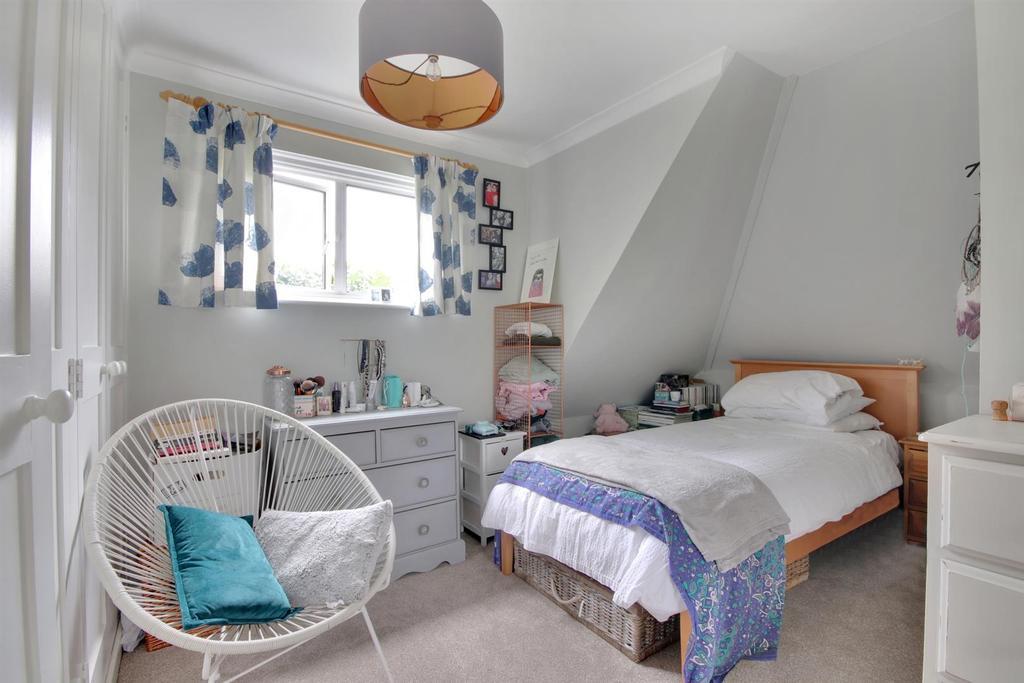Twin Bedroom Cameo.jpg
