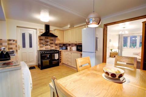 3 bedroom detached house for sale - Waltham Close, Redesdale Park, Wallsend, NE28