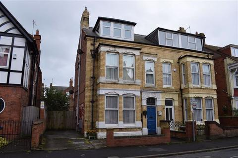 2 bedroom flat to rent - Swanland Avenue, Bridlington, YO15