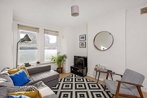 2 bedroom flat to rent - Mellison Road, London