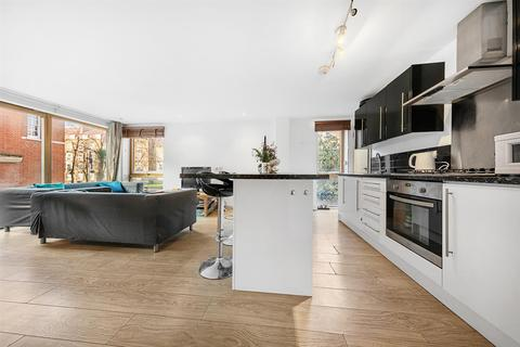 3 bedroom flat to rent - Smedley Street, SW8