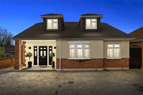 4 bedroom detached bungalow for sale - The Crescent, Upminster, RM14