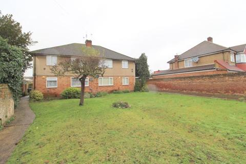 2 bedroom maisonette for sale - Oaks Road, Stanwell, Staines-upon-Thames, Surrey, TW19 7JU