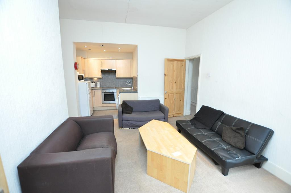 3 Bedrooms Flat for sale in Greystoke Avenue (S), Newcastle Upon Tyne