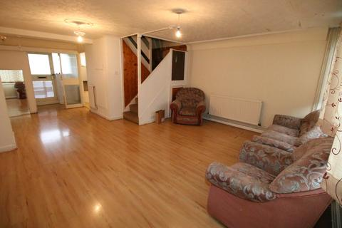 2 bedroom flat to rent - Crane Lodge Road, HOUNSLOW, Middlesex, TW5