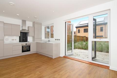 4 bedroom house for sale - Bellin House, Reynard Way, Brentford, TW8
