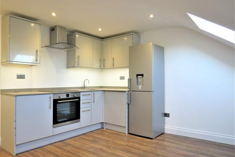 1 bedroom flat to rent - Top Floor C, London