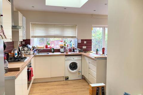 3 bedroom flat to rent - Hereward Gardens, Palmers Green