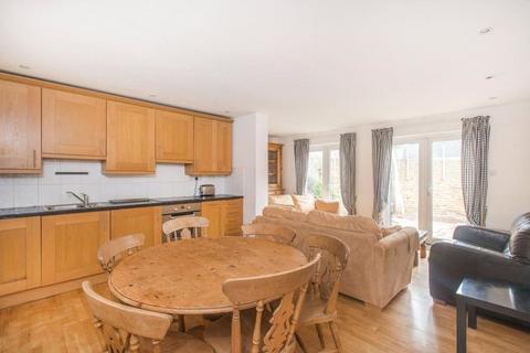 3 bedroom apartment to rent - Ebbisham Drive, London, SW8