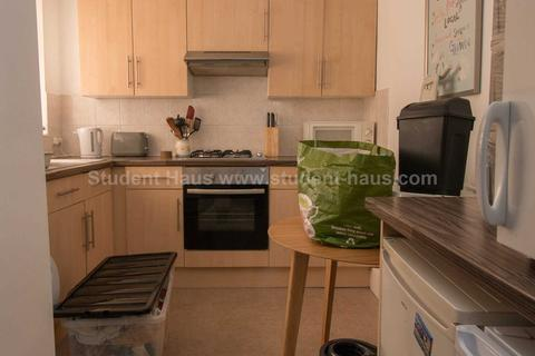 3 bedroom house share to rent - Coniston Road, Salford, M6 6BG