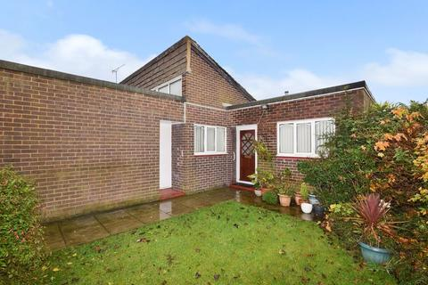 2 bedroom bungalow for sale - Budworth Close, Runcorn