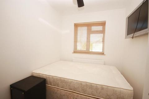 1 bedroom in a house share to rent - Long Drive, East Acton, London, W3 7PP