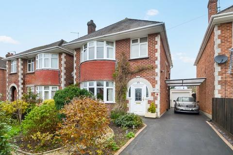 3 bedroom detached house for sale - Wonderful Family Home, Beaumont Avenue, Weymouth