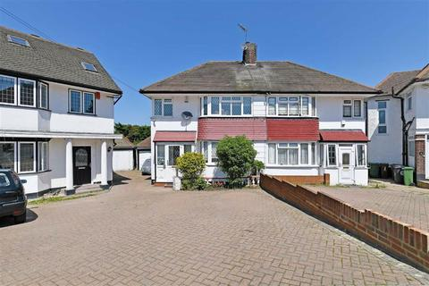4 bedroom semi-detached house for sale - Priory Close, Chingford