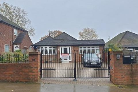 4 bedroom bungalow to rent - Waterfall Road, Southgate