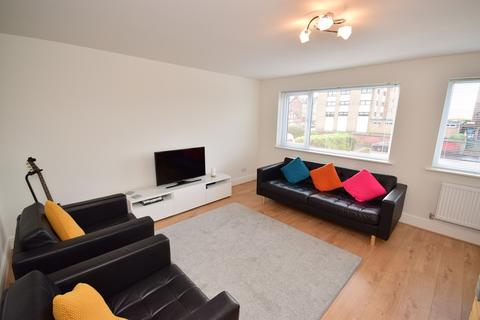 3 bedroom apartment to rent - Clifton Drive North, Lytham St Annes, FY8