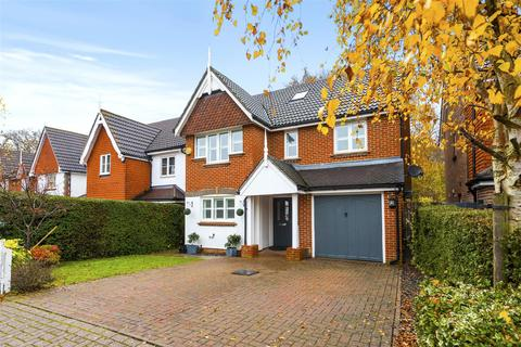 5 bedroom detached house for sale - Furze Close, Horley