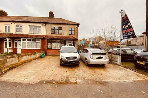 7 bedroom semi-detached house to rent - London Road, Romford, London RM7