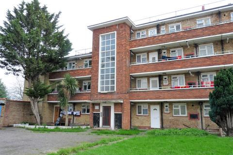 3 bedroom flat for sale - Havelock Court, Southall