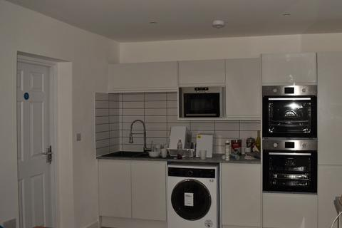5 bedroom house share to rent - Bedford Road, Cranfield MK43