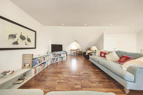 2 bedroom flat to rent - Sisters Avenue, SW11