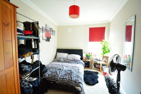 2 bedroom flat for sale - 2 DOUBLE BEDROOMS. Tatnum Crescent.