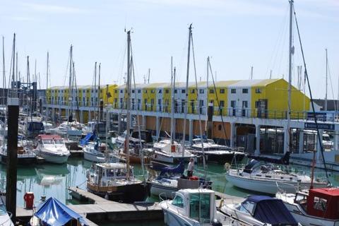 Studio to rent - Western Concourse, Brighton Marina BN2