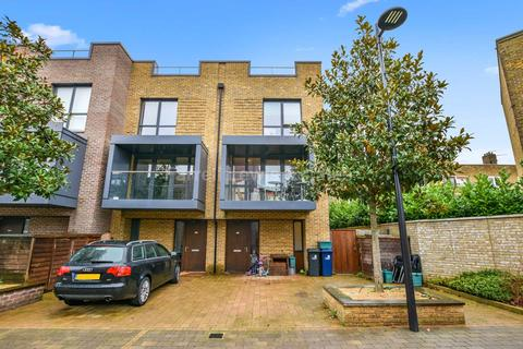 3 bedroom townhouse for sale - Sir Alexander Close, Acton, W3 7FN