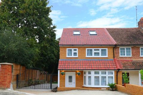 4 bedroom end of terrace house to rent - Thirlmere Avenue, Reading