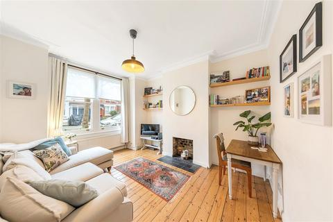 2 bedroom flat to rent - Trentham Street, SW18